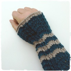 9 - Knitted Cuffs, Shell Pattern